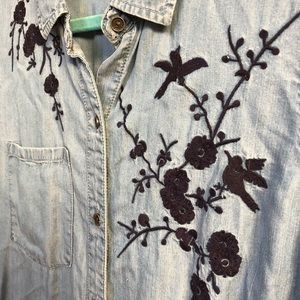 beachlunchlounge Tops - Chambray Button up with embroidered appliqué